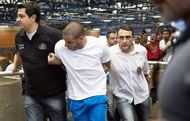 No dia 26 de dezembro de 2016, um crime brutal ocorrido em São Paulo chocou o país, quando um ambulante Luis Carlos Ruas foi espancado até a morte por duas pessoas por ter defendido uma travesti em plena estação Pedro II do metrô, em São Paulo.  A brutalidade é realmente chocante e a indignação foi geral. Todos que souberam da notícia ficaram, com razão, enraivecidos. E para satisfazer essa raiva coletiva, iniciou-se a caçada dos suspeitos. Tudo é urgentemente produzido para a identificação dos suspeitos que são urgentemente identificados e urgentemente presos preventivamente.