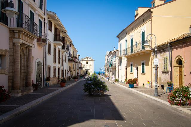 Corso Trento e Trieste e chiesa di San Francesco-San Vito Chietino