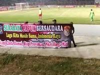 Sejuk, Lihat Spanduk Bertuliskan 'Surabaya Papua Bersaudara' yang Dibentangkan Bonek Persebaya