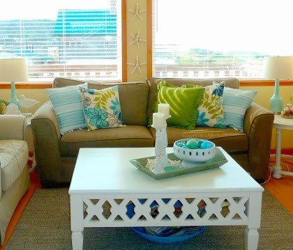 easy goiing beach cottage living room
