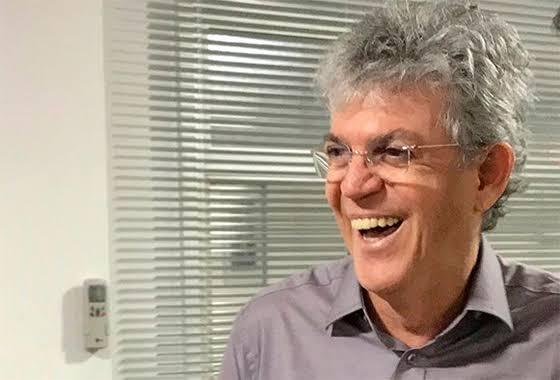 Ministro Gilmar Mendes autoriza Ricardo Coutinho a retirar tornozeleira eletrônica