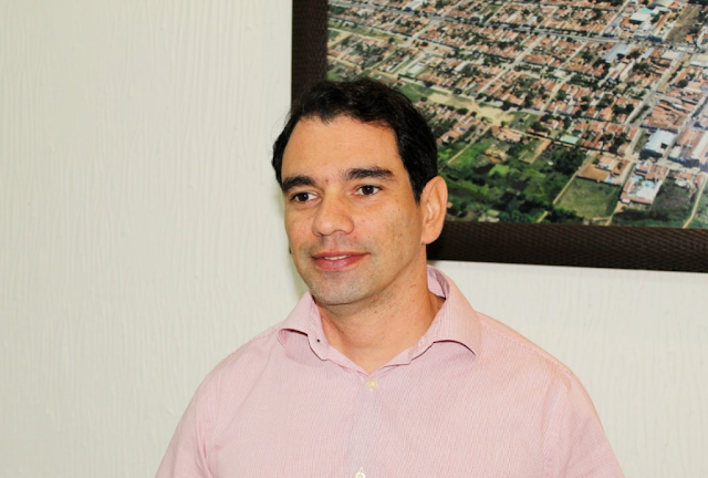 ASSU RN-O prefeito de Assú, Gustavo Montenegro Soares, diagnosticado com Covid-19, apresentou ontem à noite uma piora no quadro clínico e foi internado no hospital Wilson Rosado, em Mossoró.