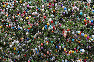 Easter-in-Germany-Easter-Tree-with-eggs-uptodatedaily
