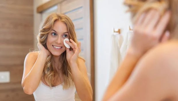 10 Natural Ways to Remove your Makeup