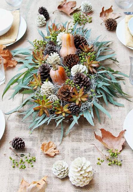 Dekoration des Tisches für Silvester und Silvester