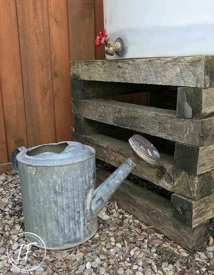 DIY Reclaimed Pallet Rain Barrel Platform