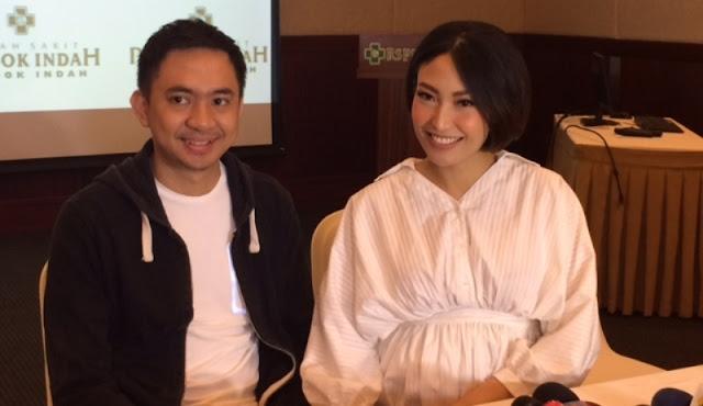 Pose Ayu Dewi dan Sopir Ternyata Bikin Suami Cemburu