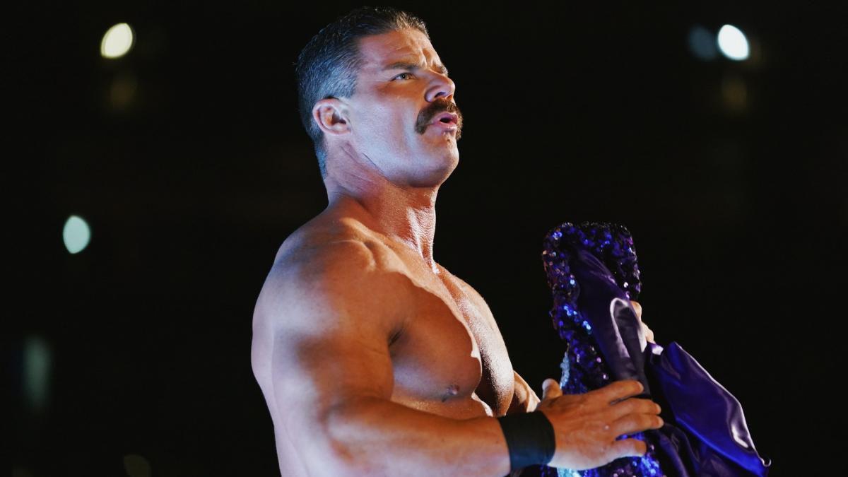 Robert Roode retorna a WWE logo após cumprir sua suspensão