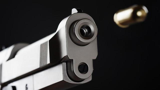 Brutális vérengzés: ámokfutó kezdett el lövöldözni egy kocsma előtt, ketten is életüket vesztették – videó