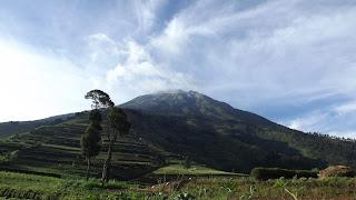 prampelan negeri di atas awan - akarwangi.com