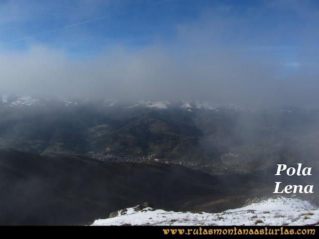 Pico Ranero: Vista de Pola de Lena desde el pico Ranero