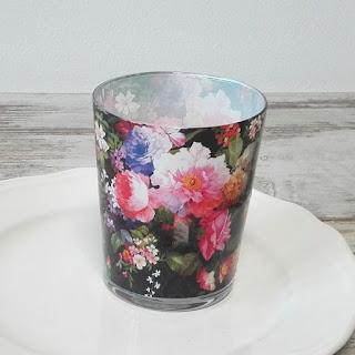 https://www.pinkdrink.pl/sklep,106,12843,swieca_zapachowa_w_szkle_dark_flowers_prezent.htm