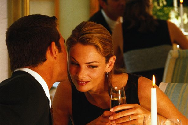 Romantik Akşam Yemeği için Restoran Seçimi