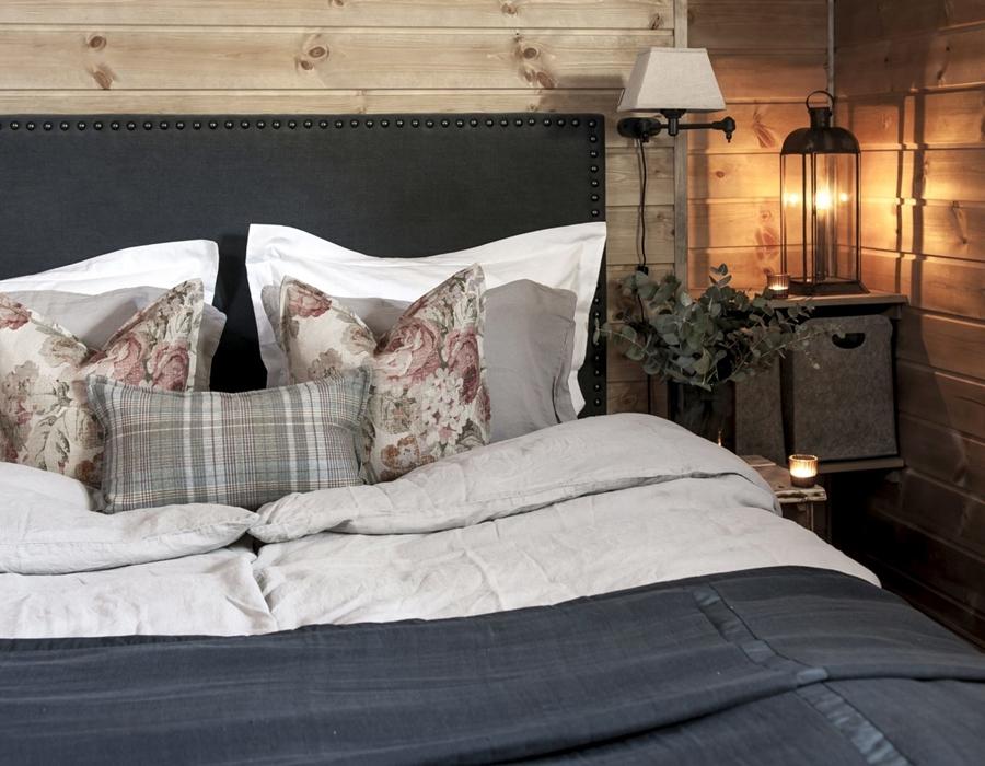 wystrój wnętrz, wnętrza, urządzanie mieszkania, dom, home decor, dekoracje, aranżacje, styl skandynawski, scandinavian style, drewniany domek, drewno, sypialnia
