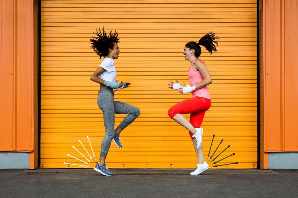 Mujeres realizando ejercicios | Rane Forti