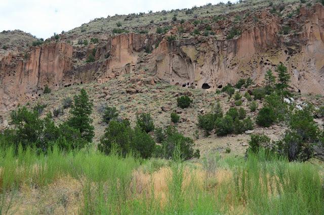 Vue d'ensemble de la falaise du canyon de Frijoles.