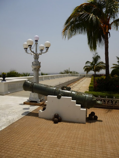 Falaknuma Palace Pictures: historic cannon