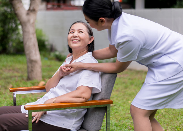 Effective tips for Caretakers to treat Patients at Home - By Experts