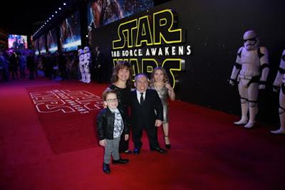 Warwick con su familia en el estreno de 'El despertar de la fuerza' (2015)
