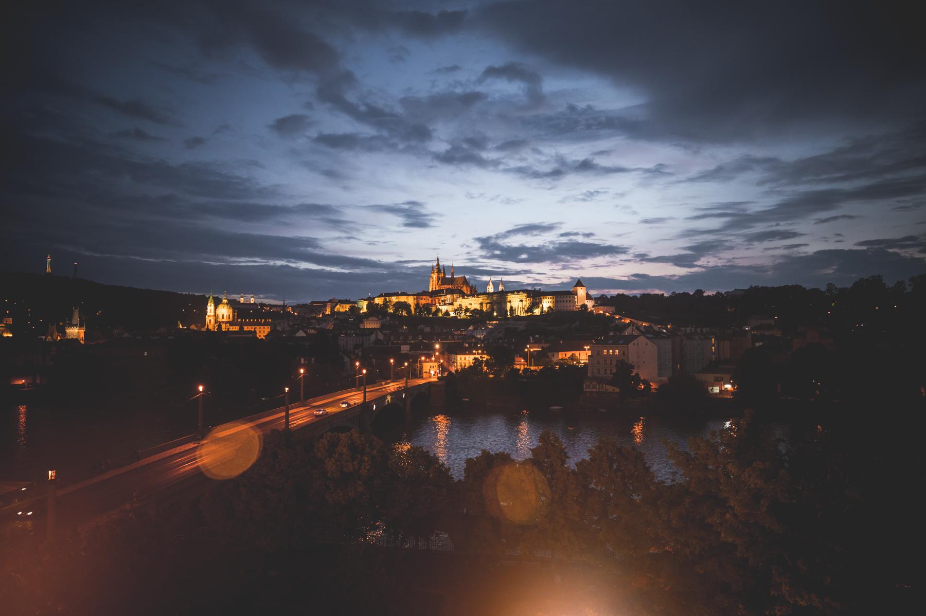 Výhled na Pražský hrad z terasy Rudolfina