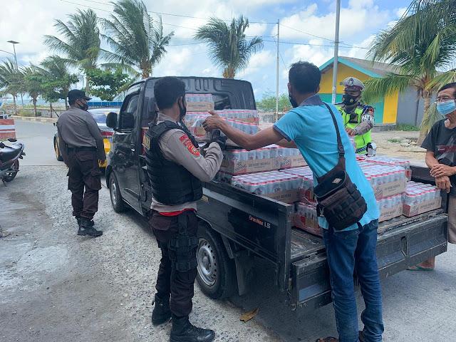 Jelang Tahun Baru, Personil Polres Kepulauan Selayar Amankan Ribuan Botol Miras