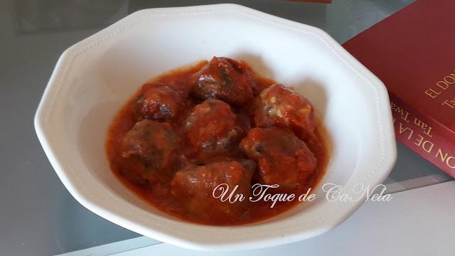 Albondigas De Berenjena Y Batata Con Salsa De Tomate