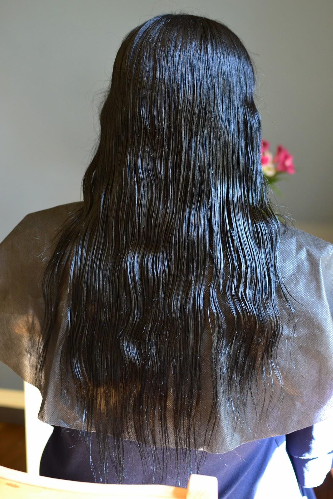 wykruszające się końcówki włosów