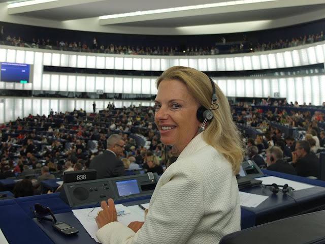 Eliza Vozemberg - thecolumnist.gr