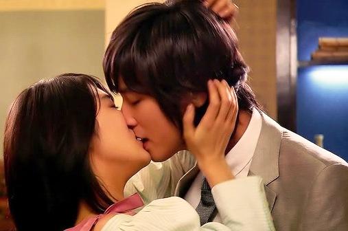 Có nên hôn nhau thường xuyên hay không?