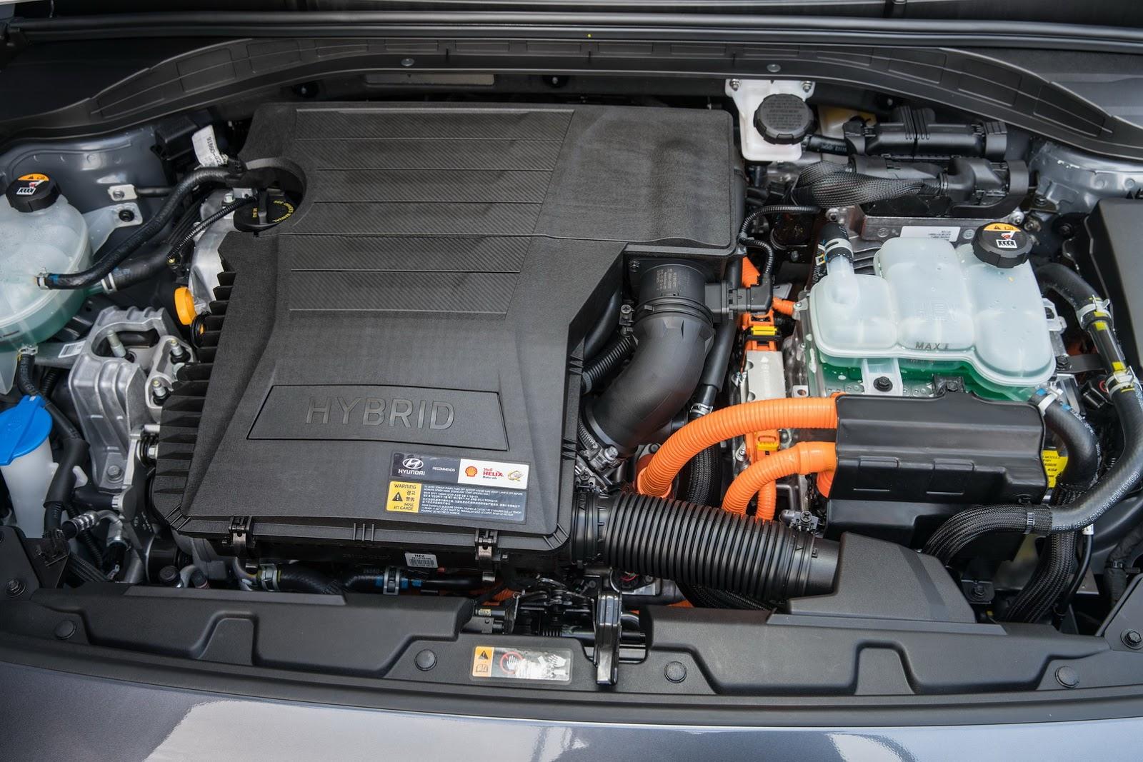 Xe sử dụng một động cơ xăng và một động cơ điện tuần hoàn