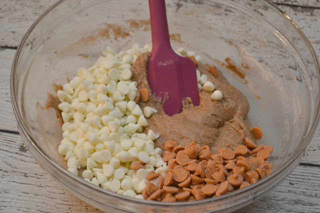 Easy Carrot Cake Cookies, carrot cake cookies, boxed cake mix recipes, cookies made with cake mix, cake mix cookies, carrot cake recipe, easy cookie recipe
