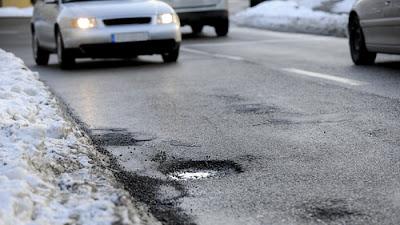 3 Teknik Jitu Berkendara Menghadapi Jalanan Berlubang