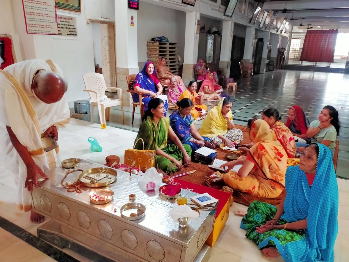 Jhabua News- बावन जिनालय में श्री राजेन्द्रसुरिष्वरजी मसा का क्रियोन्धार दिवस तप जप के साथ मनाया