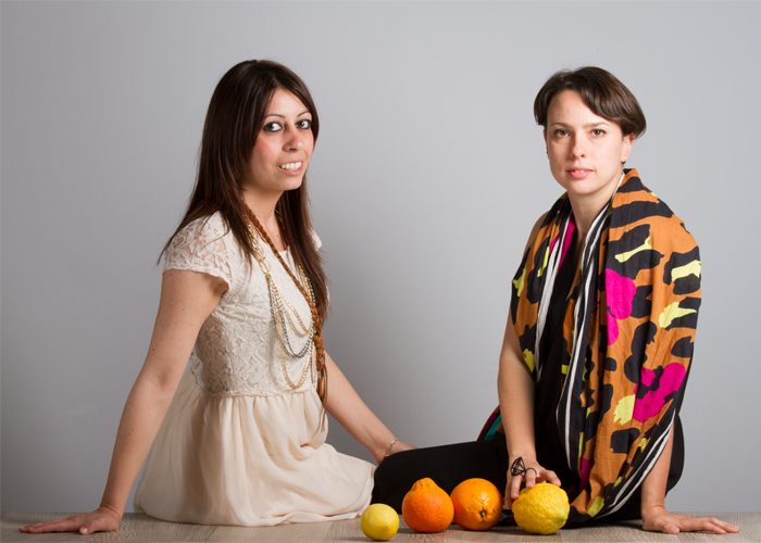 إيطالية تنسج أزياءها من ألياف البرتقال!