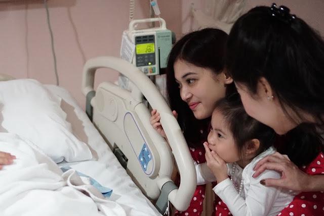8 Potret Mengharukan, Beratnya Perjuangan Sandra Dewi Saat Melahirkan