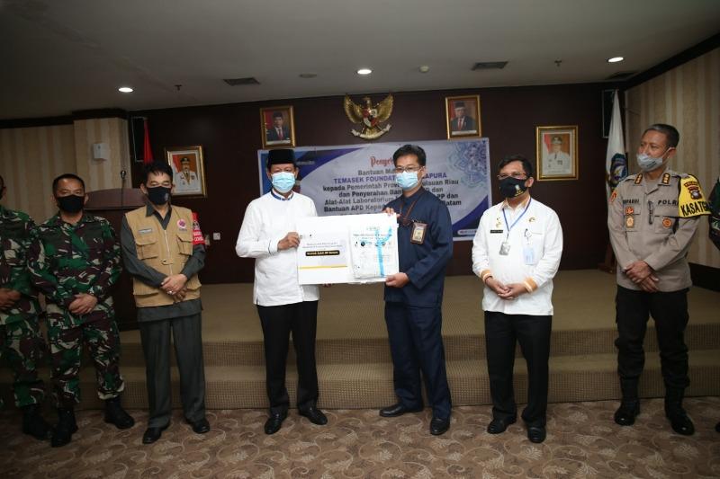 BP Batam Terima Bantuan APD dari Temasek Foundation Singapura