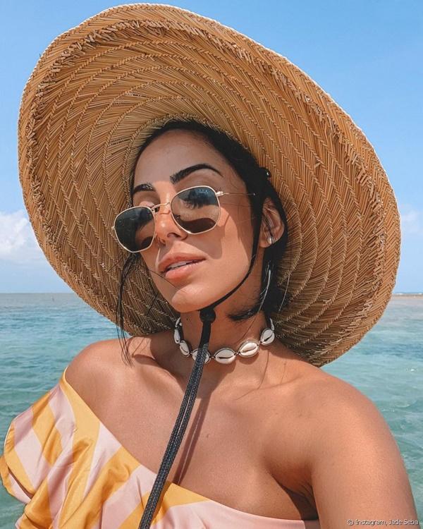 chocker buzios praia e chapéu de palha
