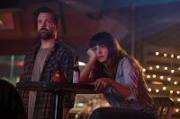 Anne Hatahway and Jason Sudeikis in Colossal (2017) (4)