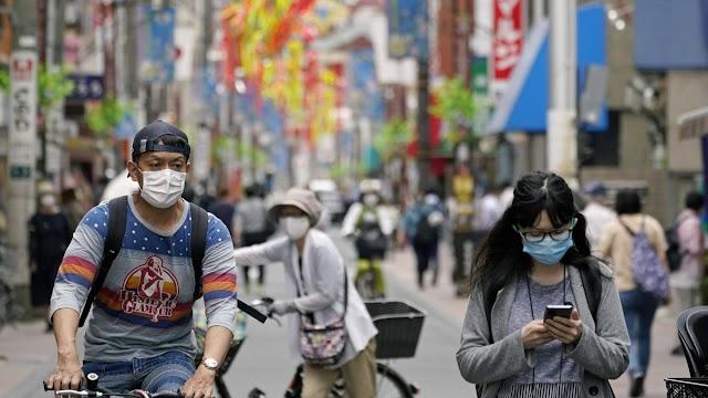 Japánban 24 óra alatt 1574 embernél azonosították a koronavírust