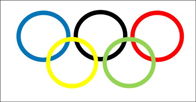 A foto mostra os anéis dos jogos olímpicos e paralímpicos entrelaçados que simbolizam os cinco continentes para maior competição esportiva do mundo.