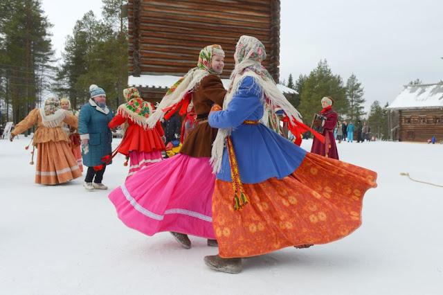Bailes tradicionales en el festival de Máslenitsa