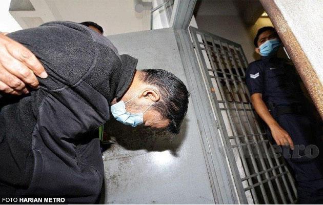 Lelaki didakwa bunuh pensyarah UIAM, menangis di mahkamah (Ada gambar telinga beliau)
