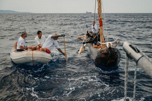 Чешские археологи прослеживают древние морские пути в реплике неолитической землянки