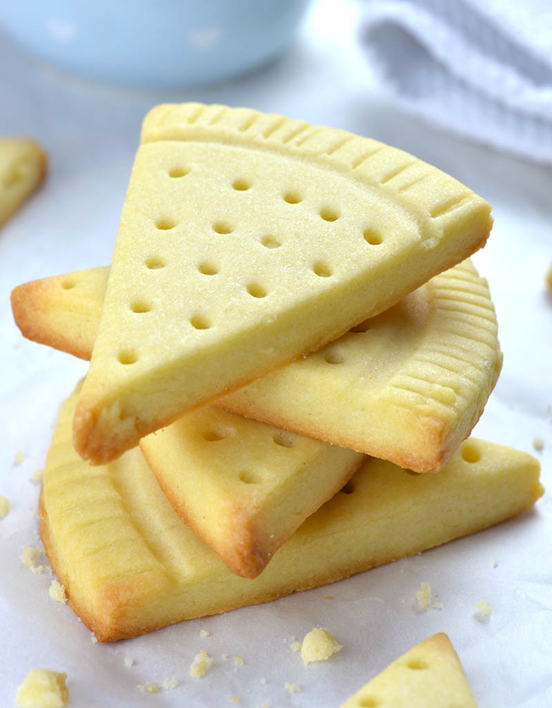 Easy Shortbread Cookies - Easy Shortbread Cookies Recipe is delicious and easy to make dessert, snack and traditional Christmas treat.