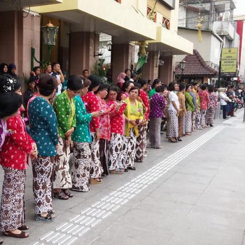 Malioboro renewal program in Yogyakarta put aluminum on floor to help visually impaired navigate way