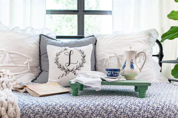 cozy daybed with pedestal bed tray