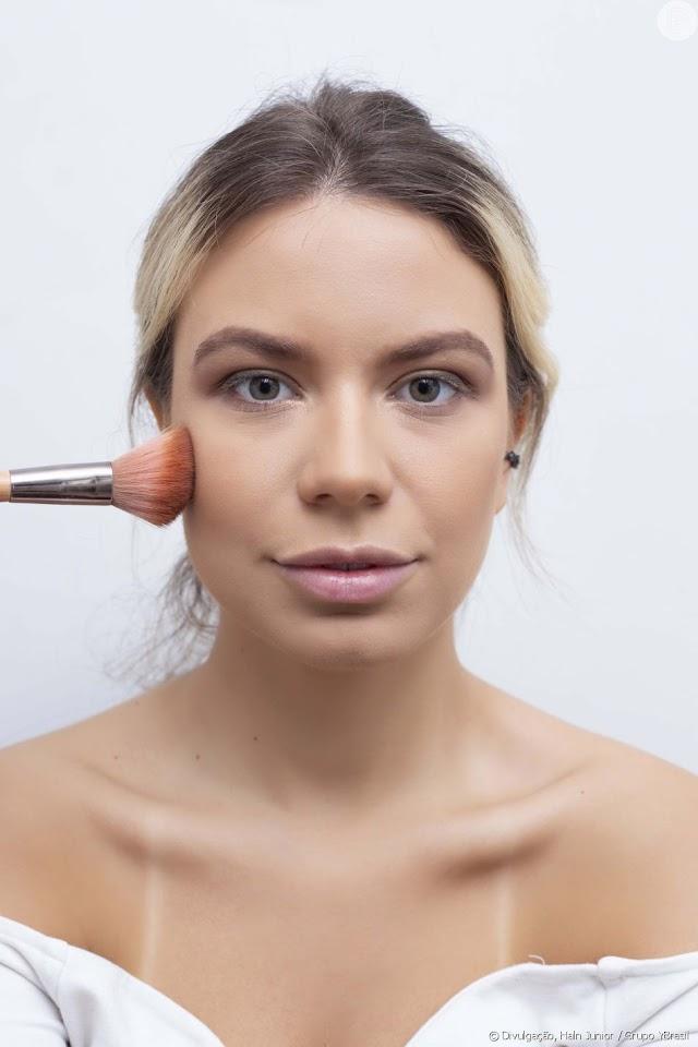 Dicas para evitar errar na hora de aplicar iluminador no rosto