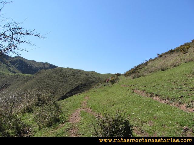 Ruta Ardisana, pico Hibeo: Camino a la collada