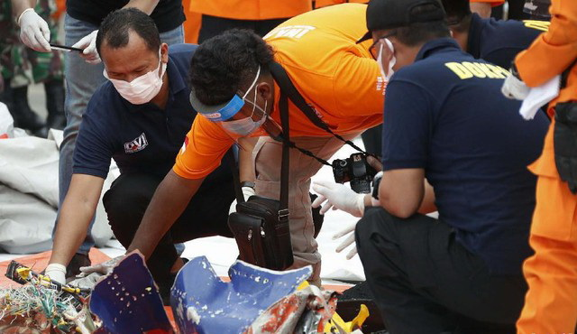 Ya Allah, Ditemukan Potongan Tubuh dan Serpihan Diduga Korban Sriwijaya Air