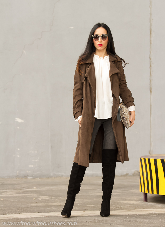 Trench Blusa Romántica y Botas Over the Knee